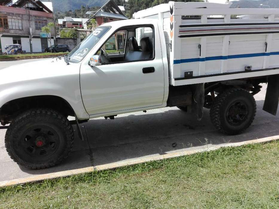 Se Vende Camioneta Cabina Simple 4x4