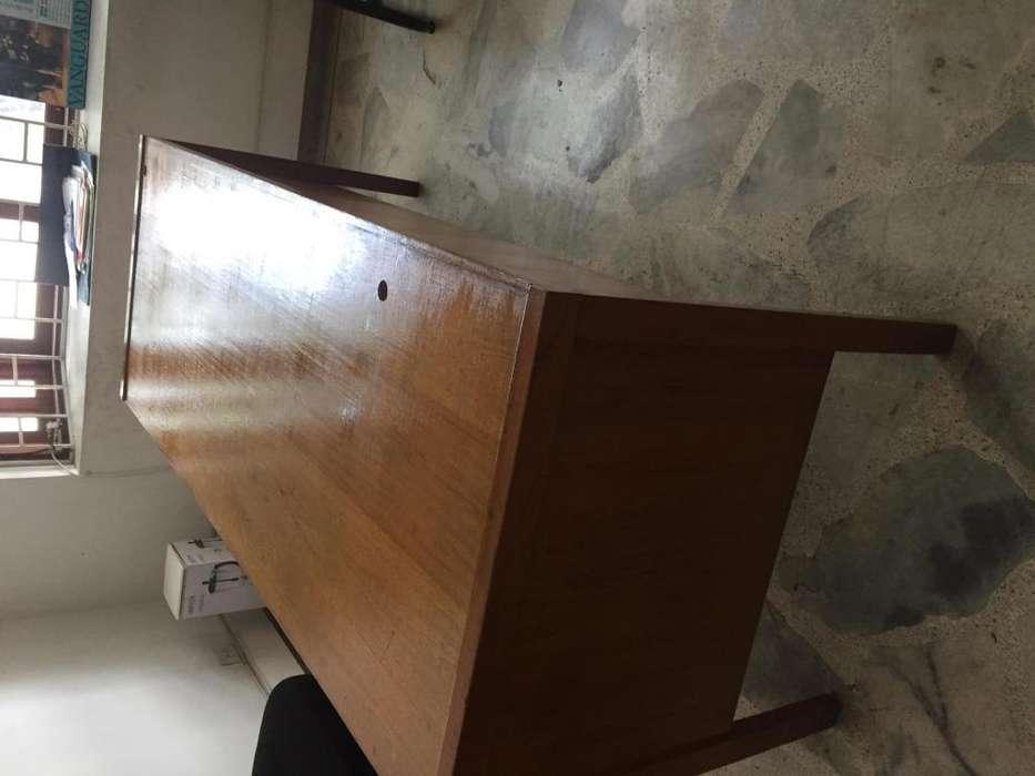 <strong>escritorio</strong> en perfecto estado en madera