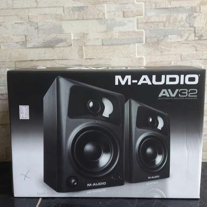 Monitores M-AUDIO AV32