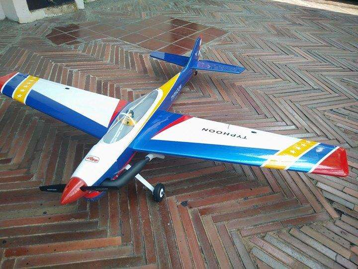 Avion Typhoon modelo remoto control Acrobacia Pattern