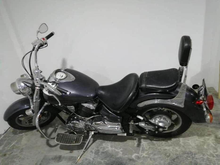 Motocicleta Yamaha XVS 1100c.c. para conocedores.