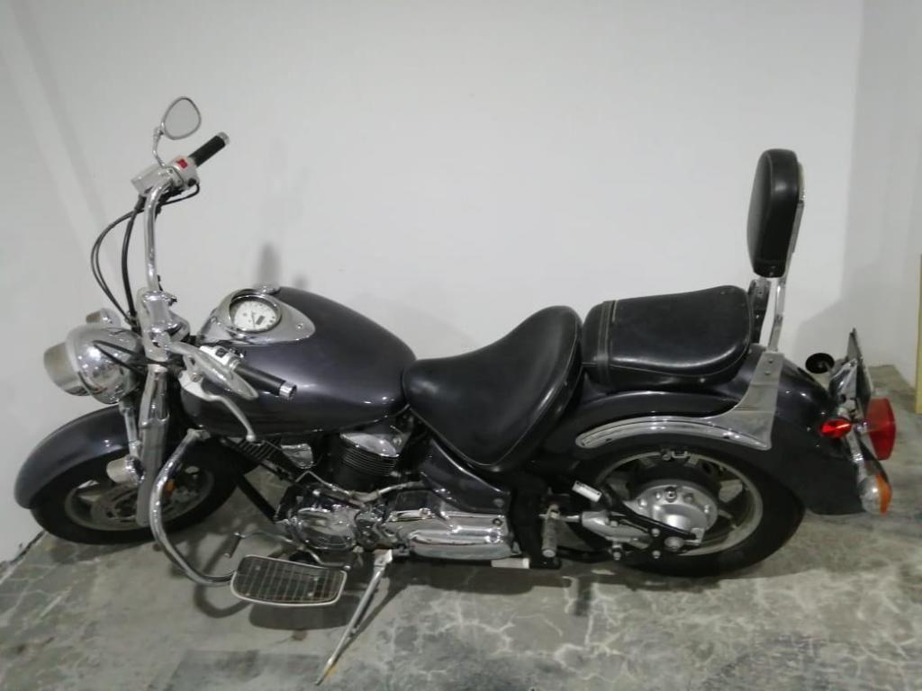 Motocicleta Yamaha Xvs 1100