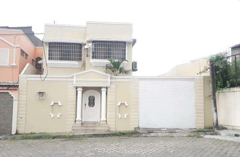 Cod# 205 Venta de Casa en Sauces 9, Cerca de Alborada, Samanes, Terminal Terrestre.