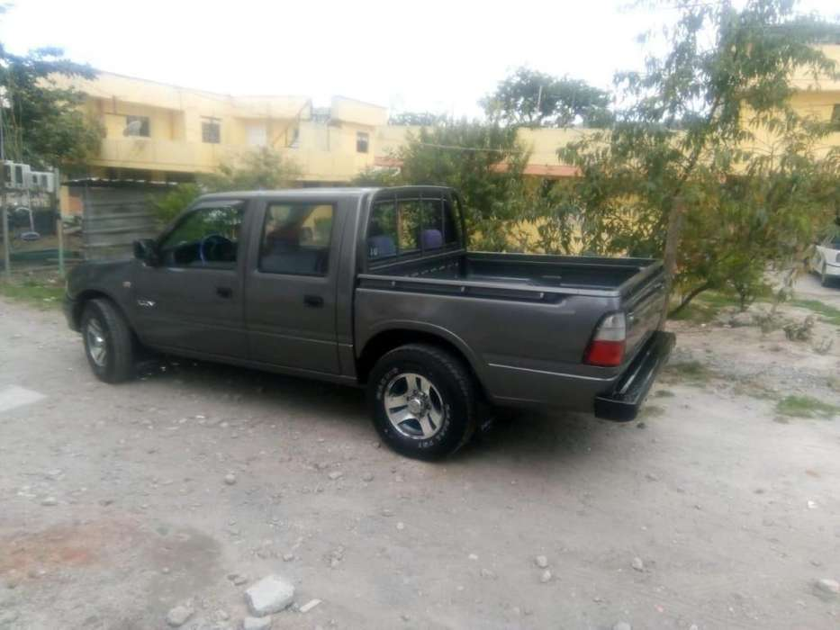 Chevrolet Luv 2003 - 20200 km