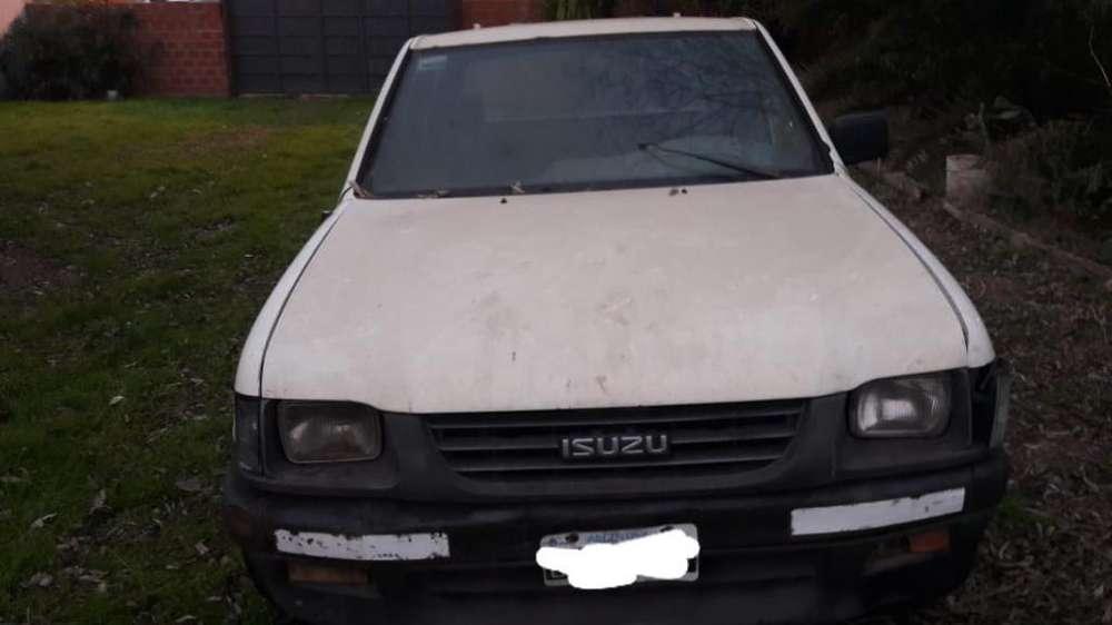 Isuzu Pick-Up 1997 - 100000 km