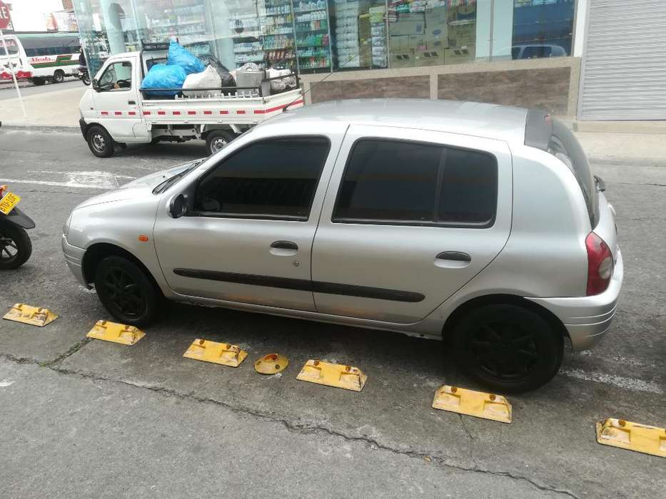 Renault Clio  2002 - 1000 km