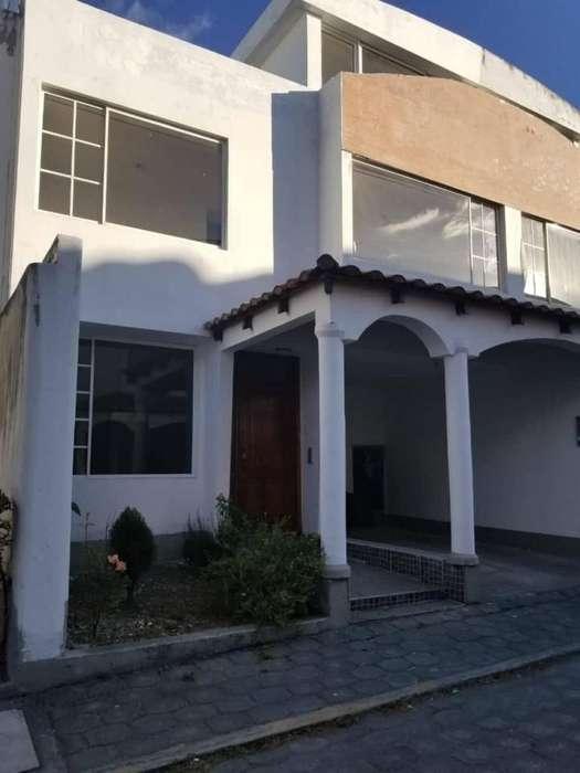 De venta. Casa en conjunto Sevillana. Machachi