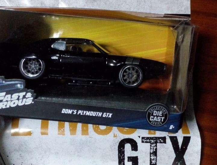 Auto Plymouth negro Rapido y Furioso