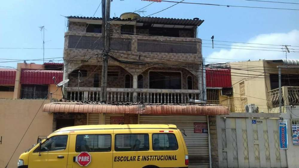 Venta de Casa rentera en la Alborada frente al city mall