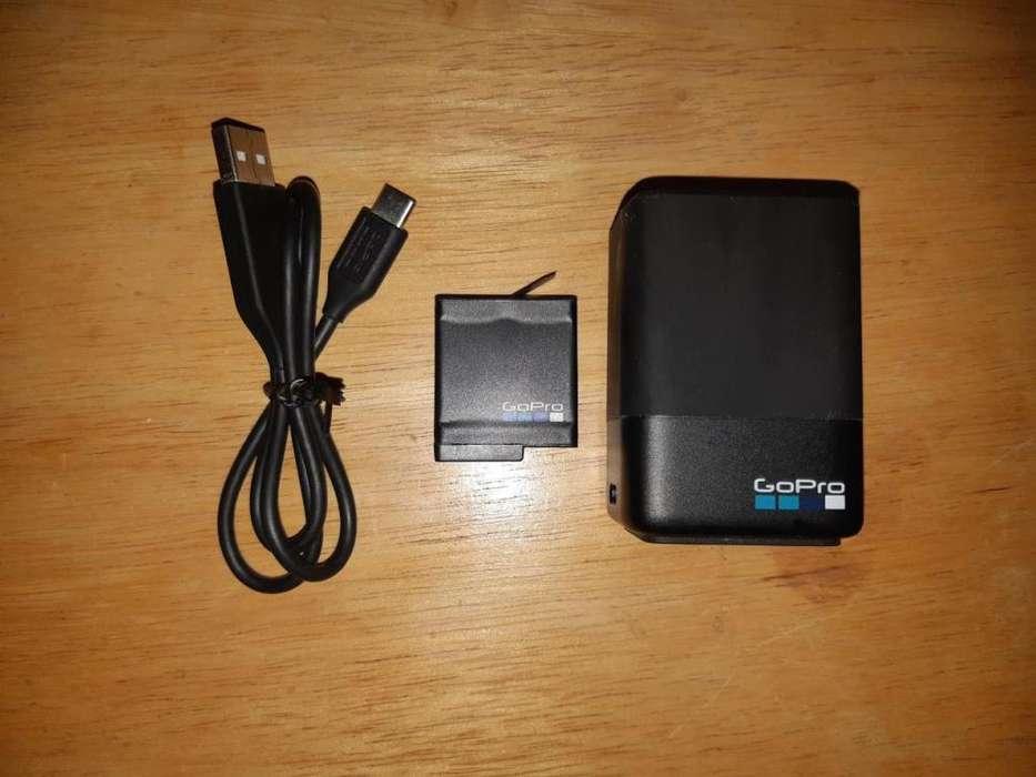 <strong>accesorios</strong> Gopro Cargador Dual Hero 5 Black Original