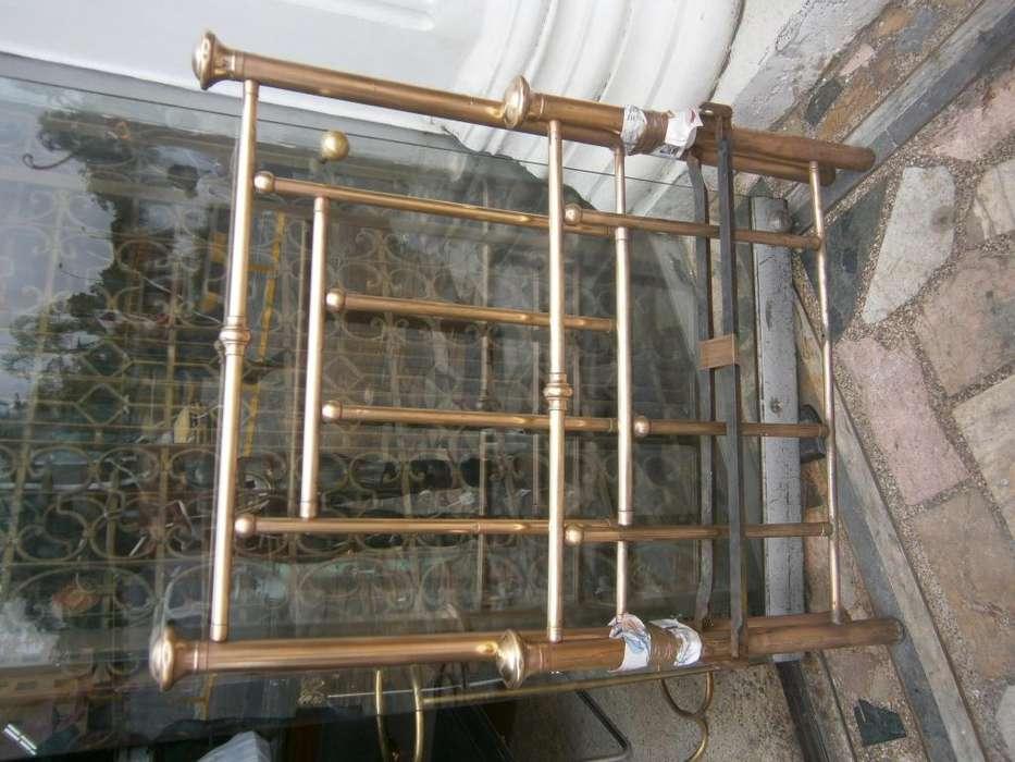 CAMA BRONCE X 1 METRO X 4 TUBOS LARGOS Y UNOS HORIZONTAL, TOPES TIPO CAPITEL