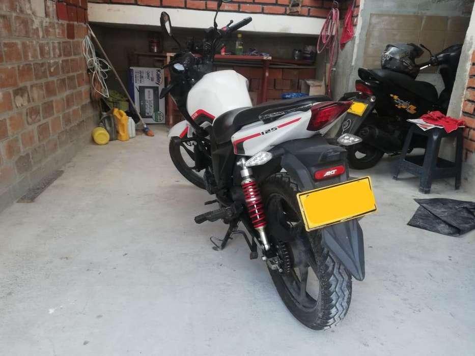 Vendo Moto AKT Buen estado