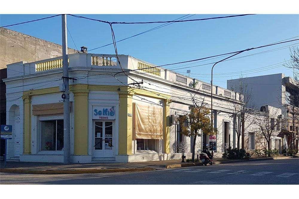 Importante propiedad frente a Plaza San Martín