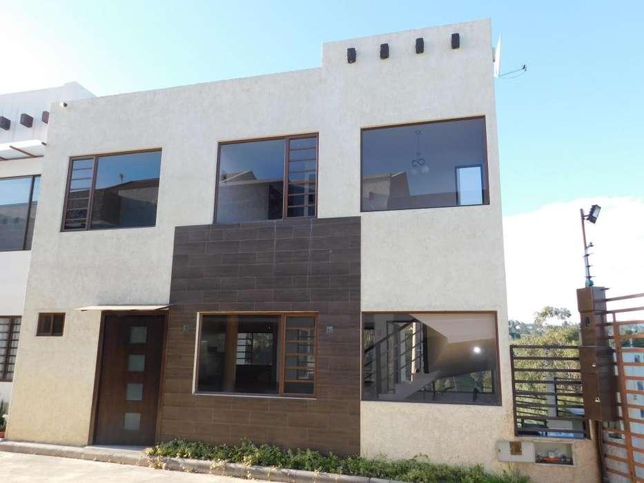 Casa esquinera en venta en condominio privado en la mut. Azuay I