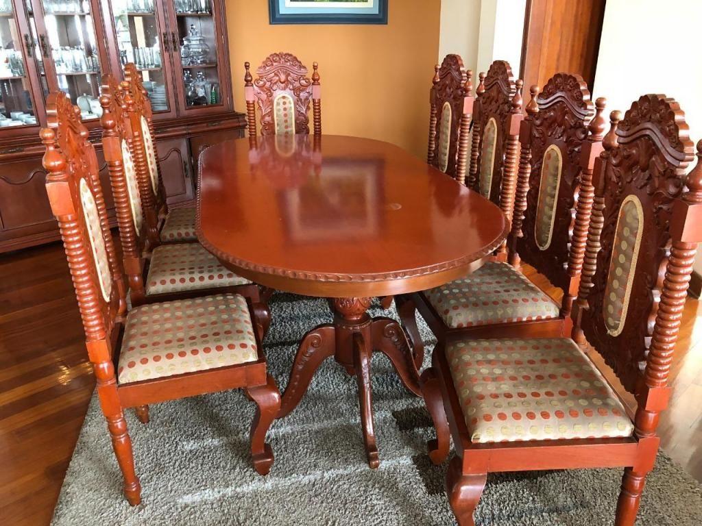 Mesa comedor con 8 sillas. Madera cedro - Lima