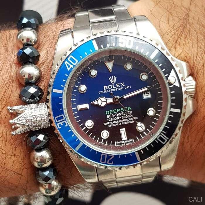 Reloj Rolex para hombre en color plateado con decoraciones azules y negras