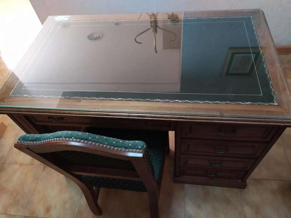 escritorio estilo ingles con silla tapizada