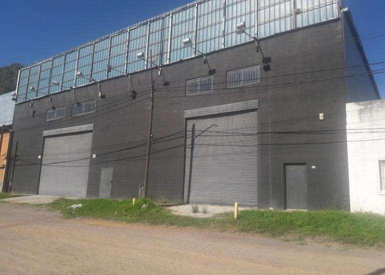 Excelente propiedad industrial de 965 m2 cubiertos sobre lote de 1.132 m2