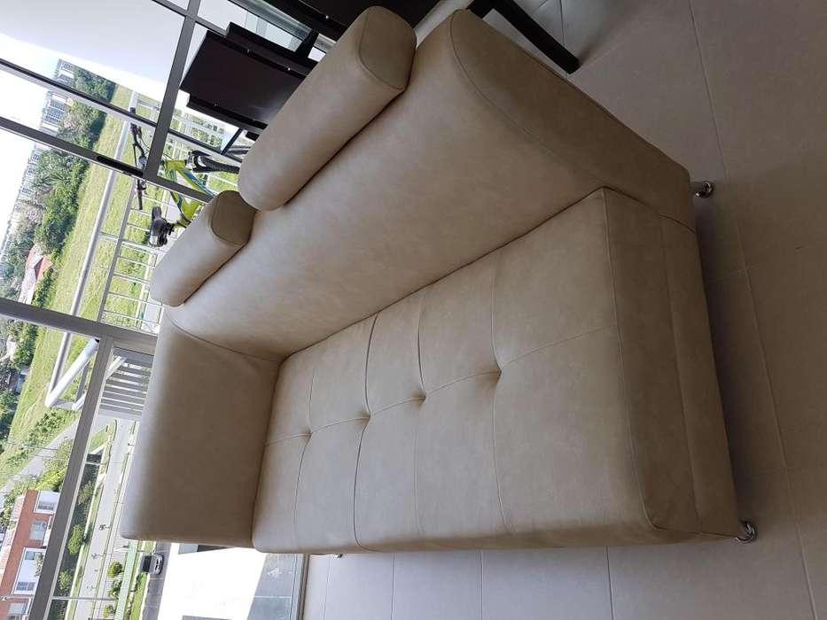 Hermosa <strong>silla</strong> de 3 puestos mas puff