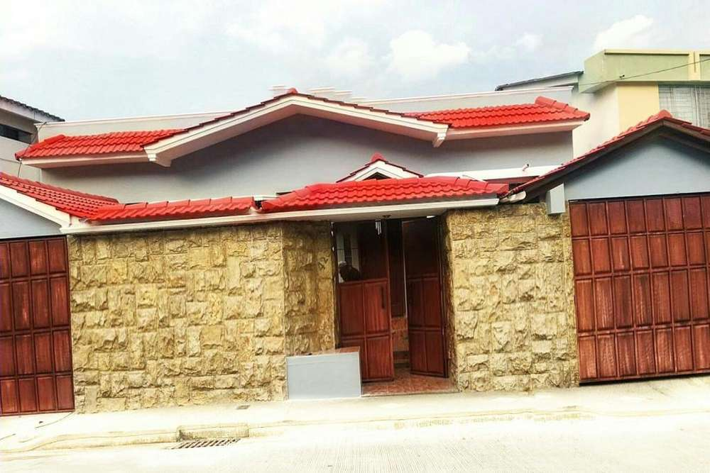 VENTA CASA URDESA NORTE (2 casas en 1 terreno) , 7 cuartos y 9 baños.