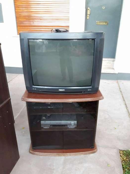<strong>televisor</strong> 29'' marca Philips con mesita!!!!!!