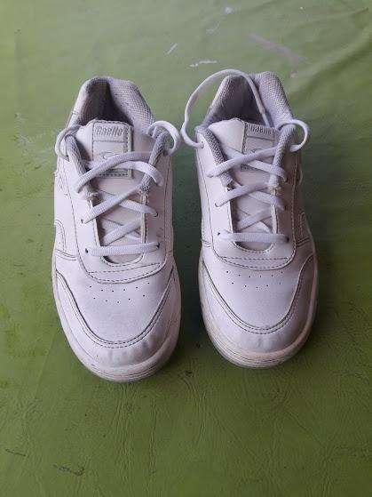 Zapatillas colegiales