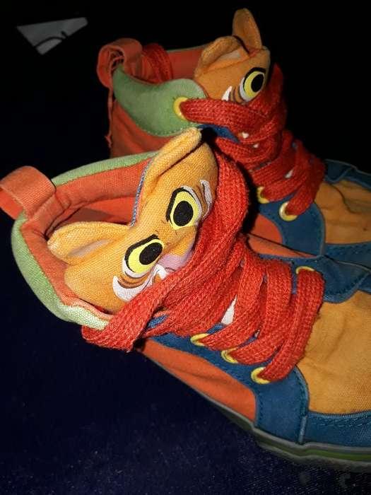 Vendo Zapatos de Niño Talla 25