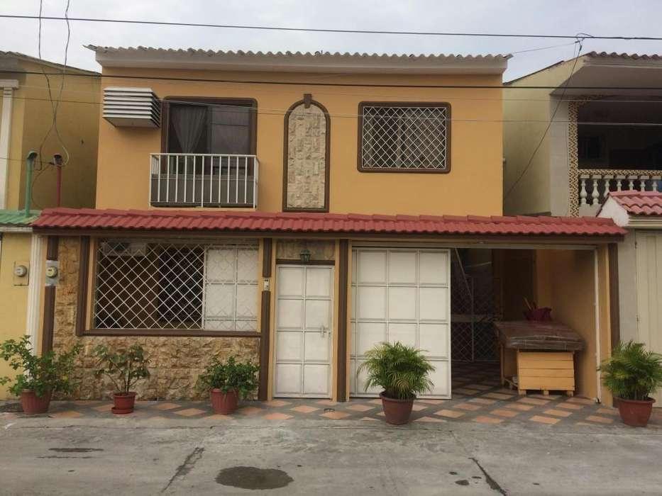 Venta de Casa en Acuarelas del Rio Casa cerca del Terminal Terrestre, Norte de Guayaquil