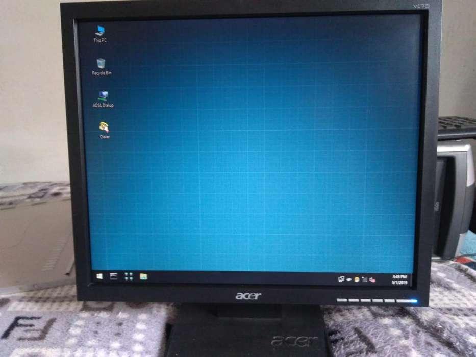 Monitor Acer de 17 Pulgadas con Cables