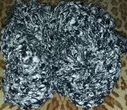 300 gr de lana negra y blanca con boucles 2 madejas HLO
