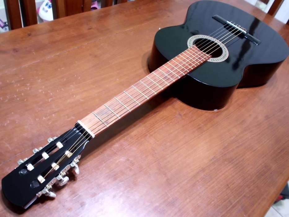 Guitarra Criolla Negra- Igual a Nueva- Salta Capital