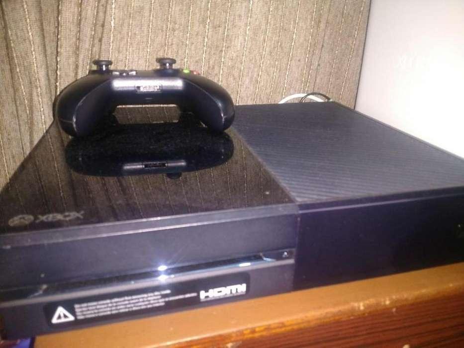 Remato Xbox One 500Gb con un mando sin cargador