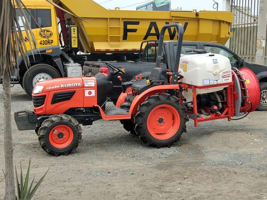 Vendo Tractor agricola Kubota Fumigadora 300 lts nuevos