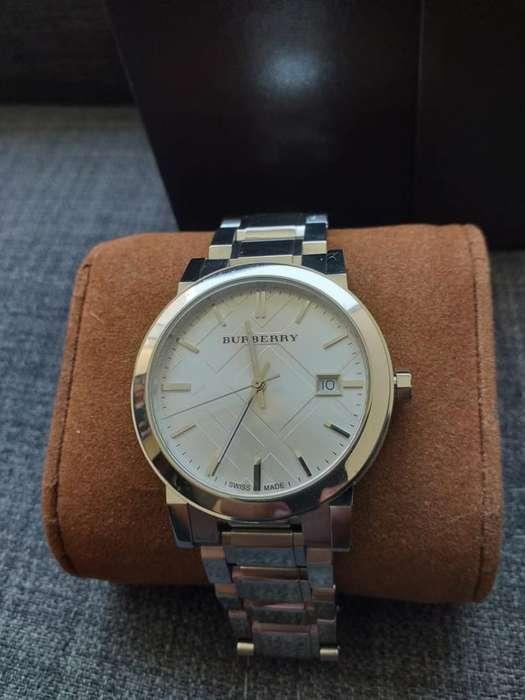 Vendo Cambio Reloj Burberry Suizo