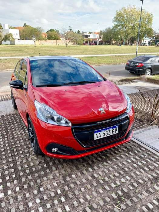 Peugeot 208 2016 - 24000 km