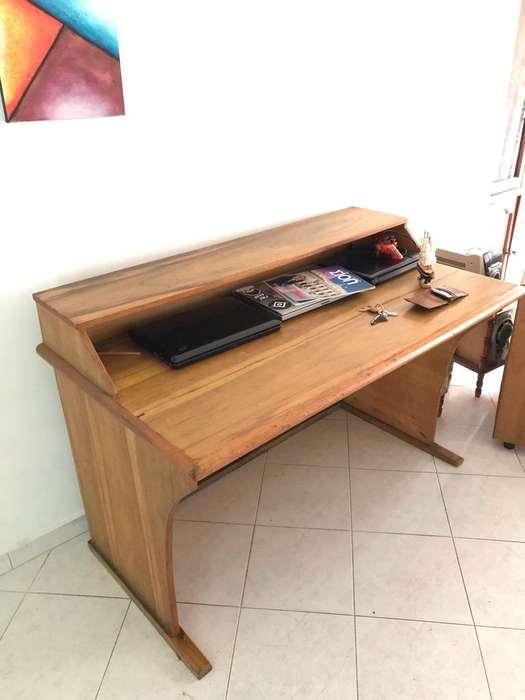 <strong>escritorio</strong> Amplio en Madera