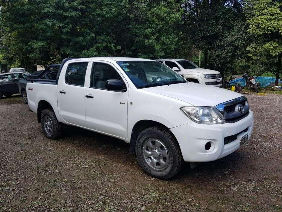 Toyota Hilux 2011 - 420000 km