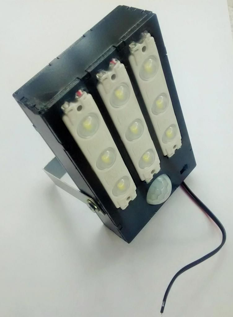 Lampara Led Solar 12V 4,5W Sensor PIR Alto Brillo