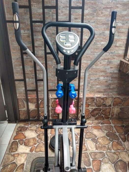 Bicicleta estática marca FITNESS