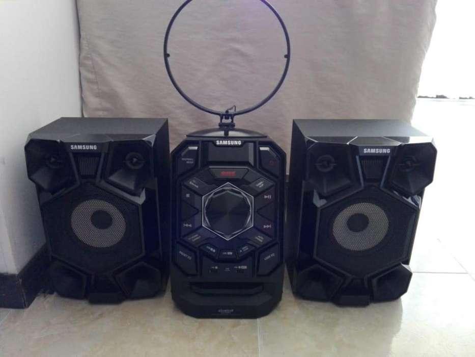 Equipo de Sonido Minicomponente Giga Sound Samsung MX-J630 230W