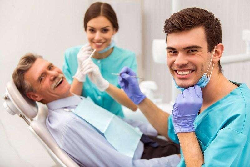 Se requiere Cirujano estomatologo o maxilofacial