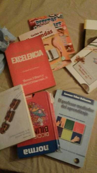 Se Venden Mas de 25 Libros Algunoos Nuev
