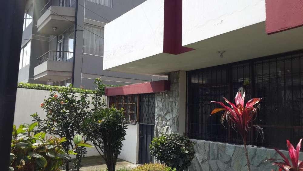Casa de arriendo para oficinas en quito centro norte Iñaquito La Carolina Quicentro Cod: A313