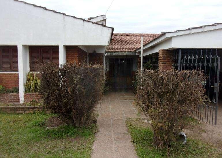 Vendo Casa con Departamento en Coronda - Lisandro de la Torre 2931