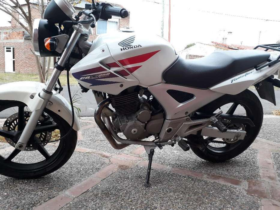 Vendo Twister Honda 2011