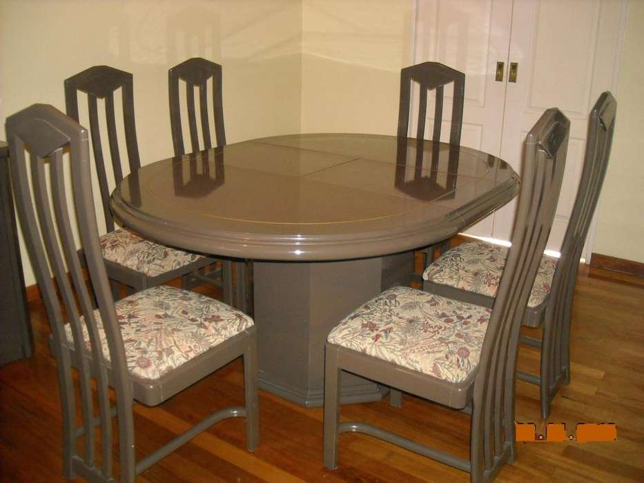 Juego de comedor con 6 sillas tapizadas mas vajillero