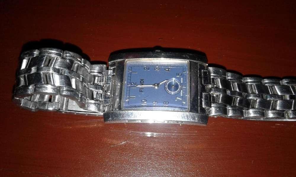 Reloj Suizo marca Fendi