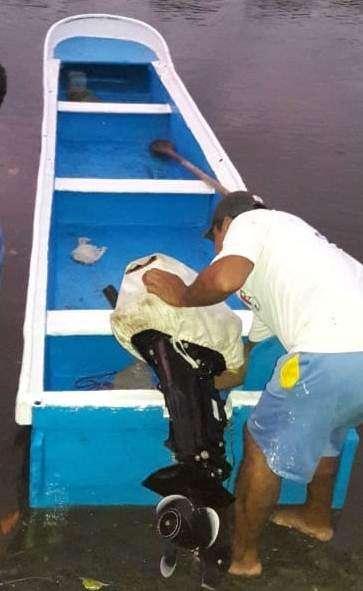 Se vende una hermosa embarcación y motor fuera de borda suzuki DT15AS