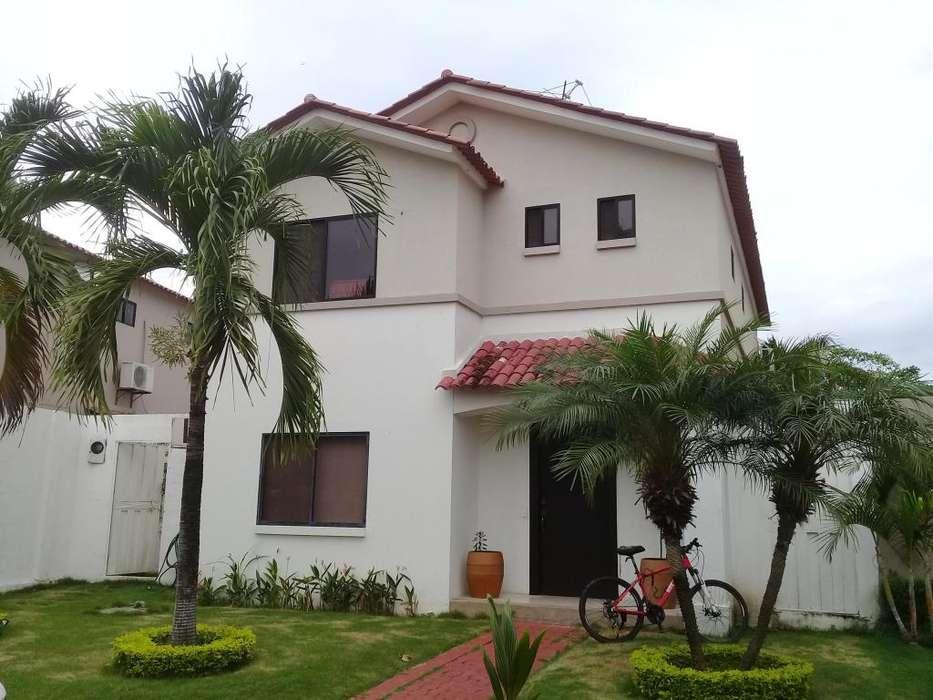 Venta de Casa en La Coralia, <strong>ciudad</strong> Celeste, Cerca del C.C Plaza Lagos, Samborondon