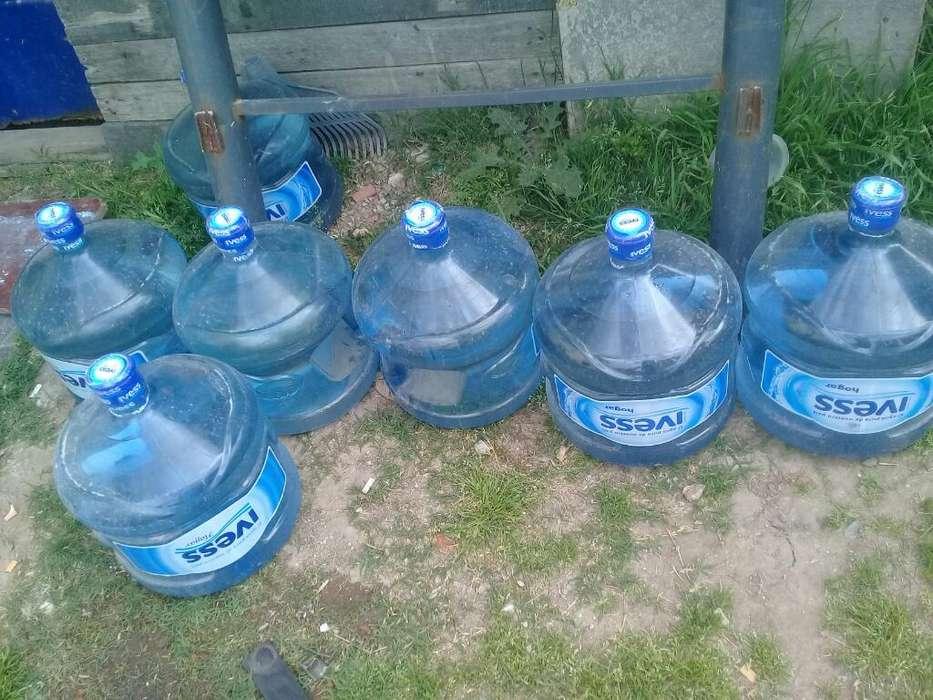 Vendo 7 Bidones Llenos de Agua Ivess